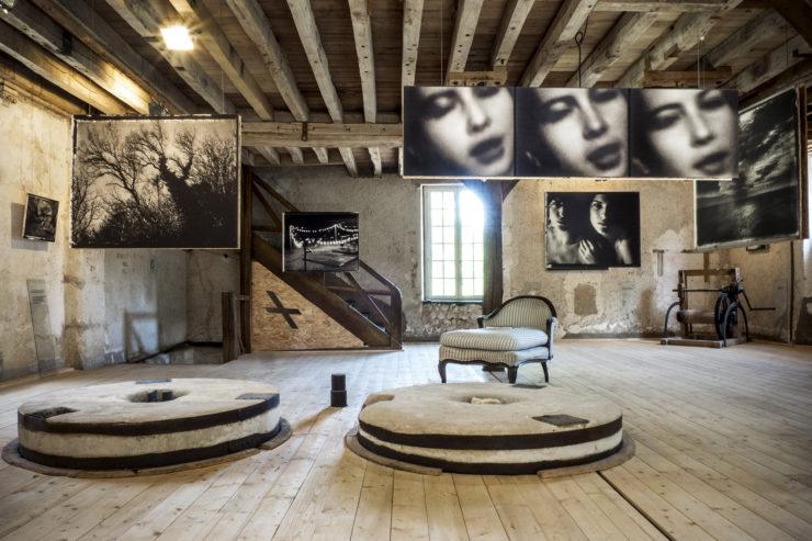 Expo Sarah Moon au Moulin de la Fontaine, Thoré-la-Rochette. Zone i / Promenades Photographiques. Juillet 2019
